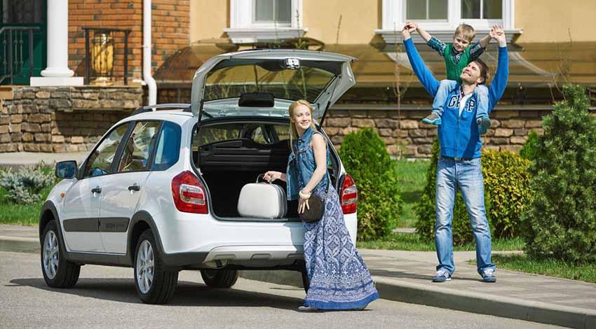 Счастливая семья купила отечественный автомобиль на материнский капитал.