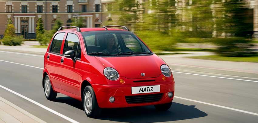 Технические характеристики и комплектация нового авто Равон Матиз - на фото красный Ravon Matiz в движении по дороге