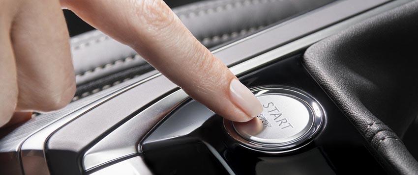 Включение двигателя нажатием на кнопку старт-стоп